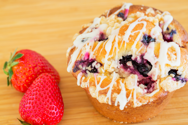 bluberry-and-strawberry-muffin-600x400